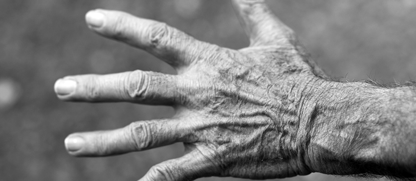 Nannas-Planners-News-Article-_0007_hand-elderly-woman-wrinkles-black-and-white-54321